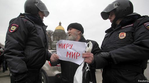 Российский суд оштрафовал активистов, стоявших в Барнауле с плакатами против коррупции - Цензор.НЕТ 9228