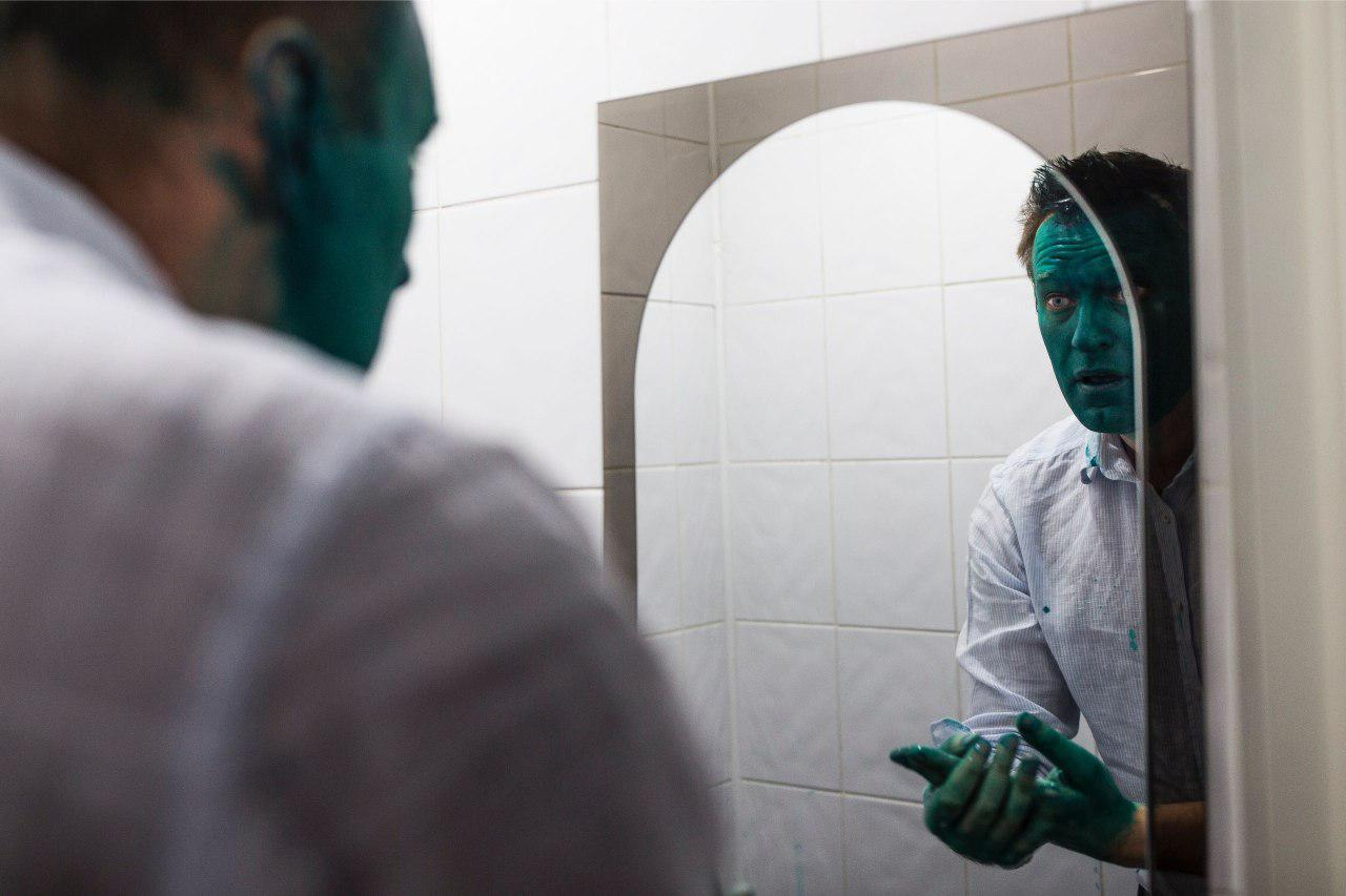 Картинки по запросу кремль зеленка навальный
