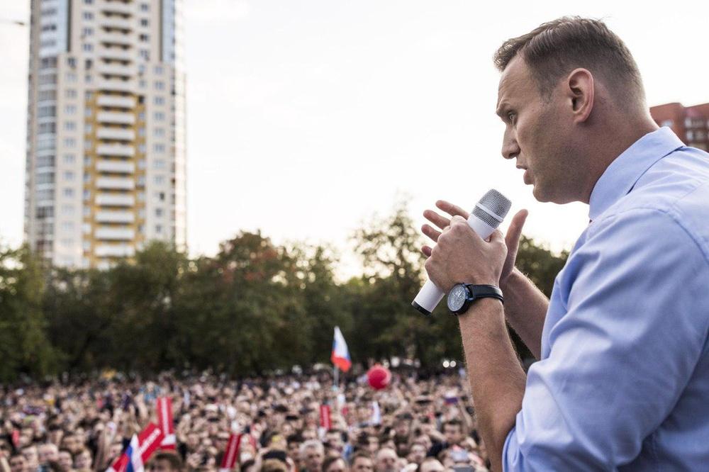 Море людей, очереди иавтозаки— Навальный вОмске