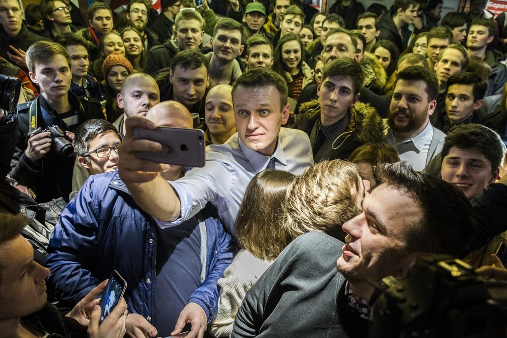 Картинки по запросу митинг навального в санкт-петербурге