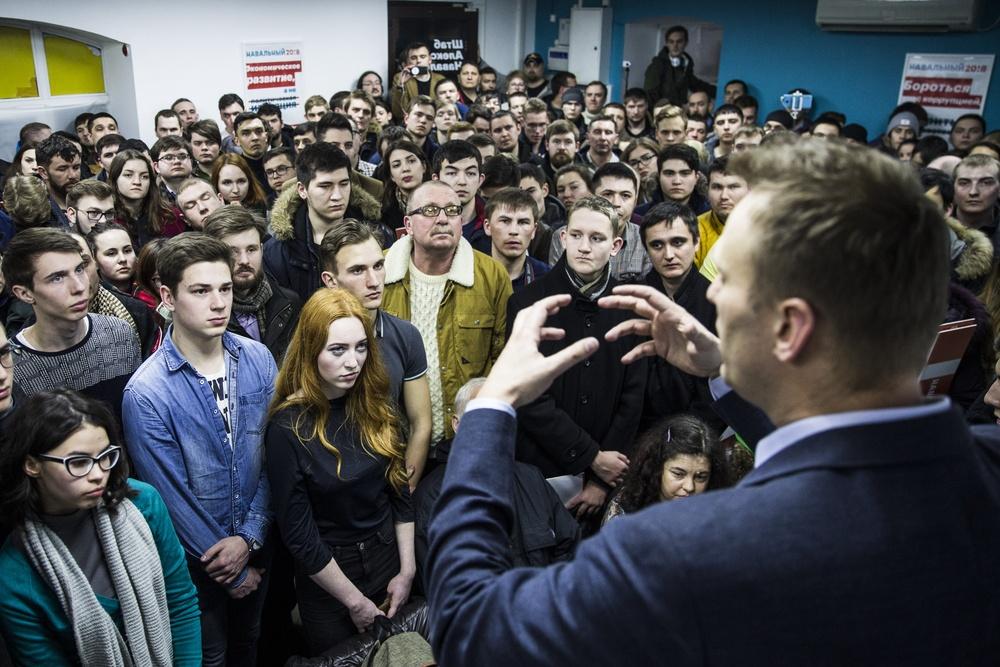 Картинки по запросу Соратники Навального бросают блогера на произвол судьбы