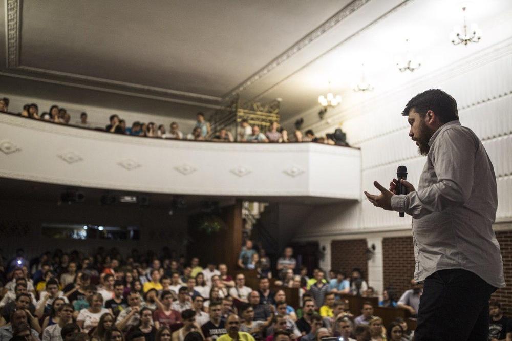 Хоть Навальный и сидит,а очередной 49 штаб открыли,теперь в Омске