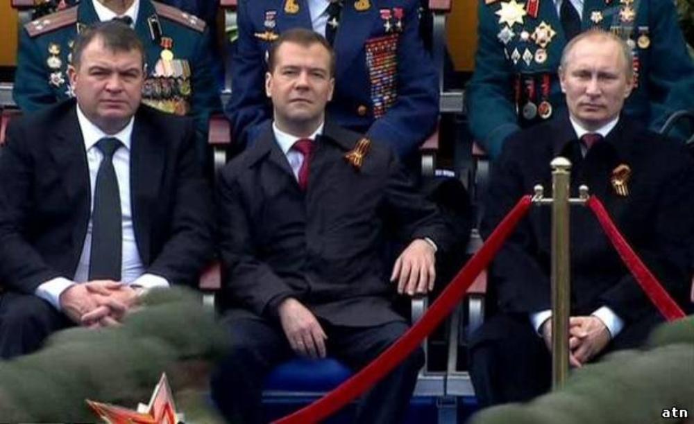 Алексей Навальный — Сын Сердюкова без проблем покупает ... Спящий Медведев Фотожабы