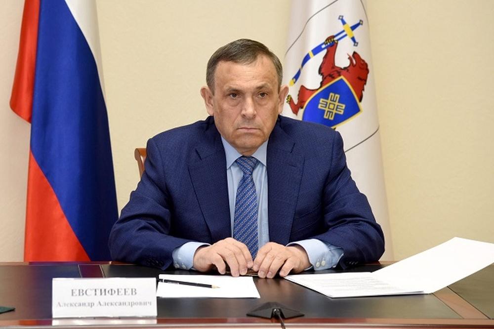 b492f126874076de1aa413fd8b21be8b «Так устроена путинская система — Путин выбирает верного ему ворюгу и отправляет его пастись в регион, где тот ни разу не был»
