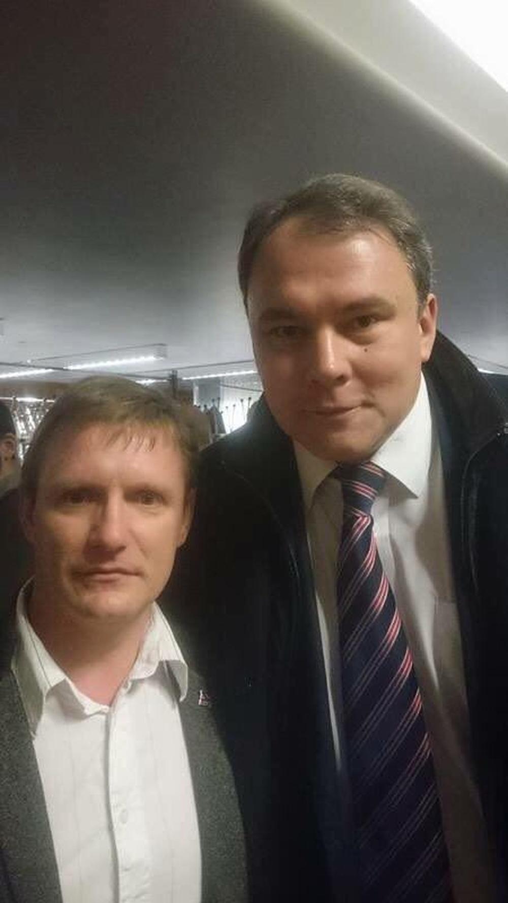 """Навальный """"Внимание: поиск ещё двух злодеев"""". Тот,кто плеснул зелёнкой-на снимке"""